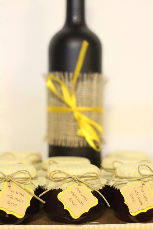 Decor, sunflower, girassol, rustic, rustico, aniversario, birthday, party, festa, dessert table, mesa de doces, amarelos, yellow, homemade jam, geleia caseira, party favor, mimos