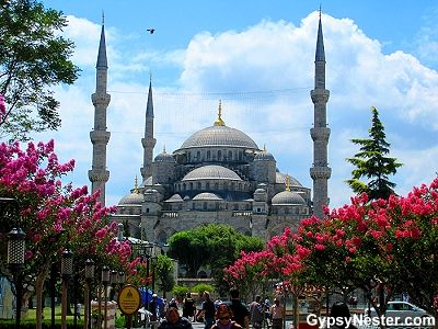 The Blue Mosque from Sultanahmet Square in Istanbu…