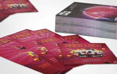 Cartoline pubblicitarie stampate su carta da 350g.   Prodotto indispensabile per comunicare in maniera immediata ed impattante i vostri prodotti, servizi, offerte speciali, eventi.   La plastificazione lucida, protegge la stampa da eventuale usura, abrasioni e graffi accidentali, valorizza la stampa con incredibile lucidità e consente una durata maggiore nel tempo.
