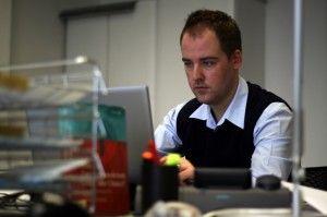 Es geht voran – Ein Jahr Doktorand bei Daimler - Konzentriert bei der Arbeit http://blog.daimler.de/2012/01/31/es-geht-voran-ein-jahr-doktorand-bei-daimler/
