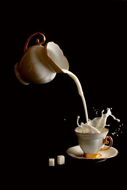 Orgasmo espontáneo de una taza de café con leche al ver que la jarra era un dron con conducción autónoma.