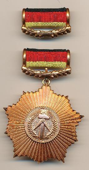 DDR Museum - Museum: Objektdatenbank - Vaterländischer Verdienstorden in Bronze    Copyright: DDR Museum, Berlin. Eine kommerzielle Nutzung des Bildes ist nicht erlaubt, but feel free to repin it!