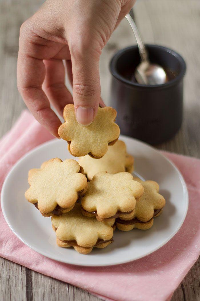 Biscotti ripieni al caramello al burro salato