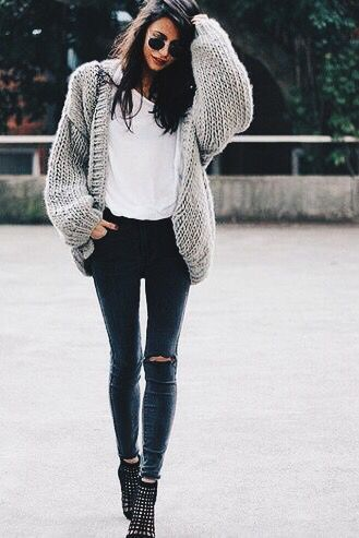 40 Comfy Casual Winter Streetwear Looks For Girls - https://sorihe.com/test/2018/03/04/40-comfy-casual-winter-streetwear-looks-for-girls-14/ #Dresses #Blouses&Shirts #Hoodies&Sweatshirts #Sweaters #Jackets&Coats #Accessories #Bottoms #Skirts #Pants&Capris #Leggings #Jeans #Shorts #Rompers #Tops&Tees #T-Shirts #Camis #TankTops #Jumpsuits #Bodysuits #Bags