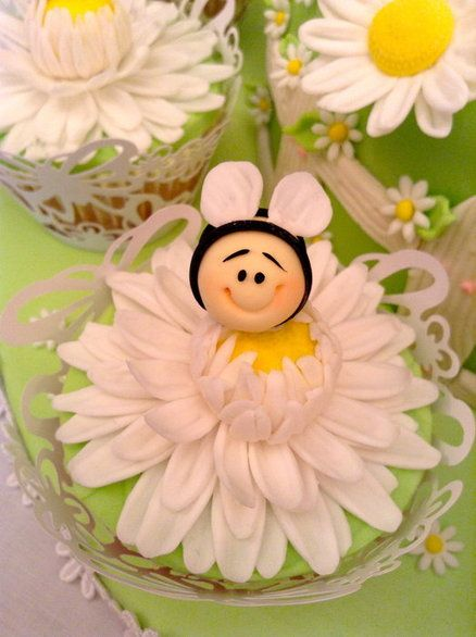 Bumble Bee and Gerbera Daisy cupcakes