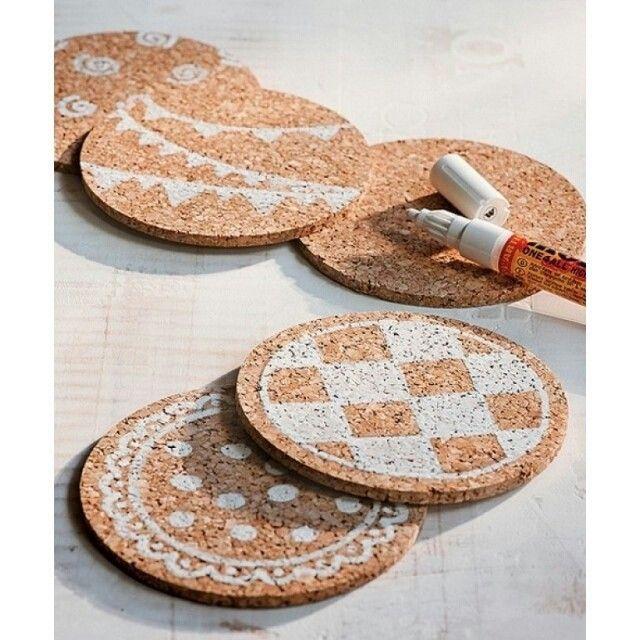 Idea super criativa da @casaecomida para personalizar o descanso de panelas. / Very creative idea to personalize hot pot racks!