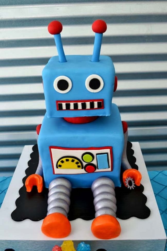 Robot birthday cake - this is an awesome robot party!
