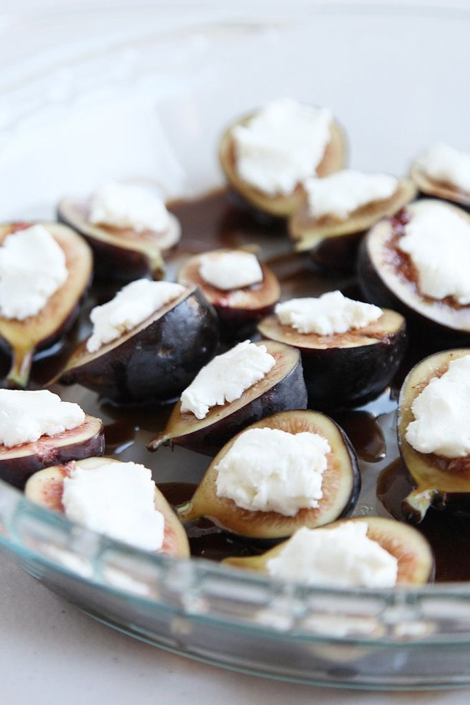 Easy Roasted Fig and Goat Cheese Recipe that takes just 20 minutes!