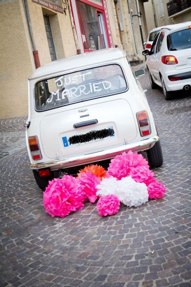 les pompons... ça peut aussi décorer la voiture des mariés !