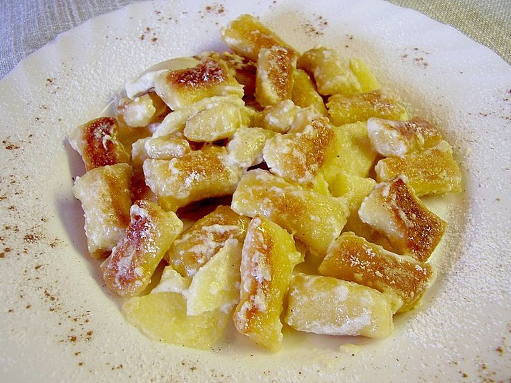 Süße Erdäpfelnudeln mit Äpfeln