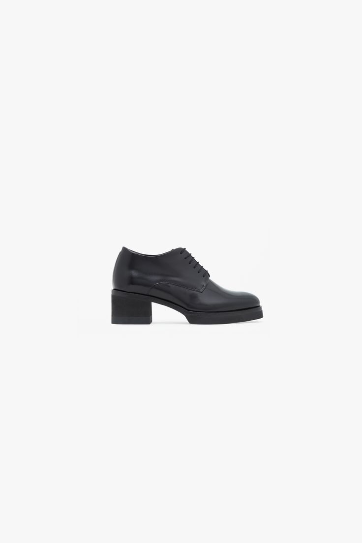 Block heel leather shoes