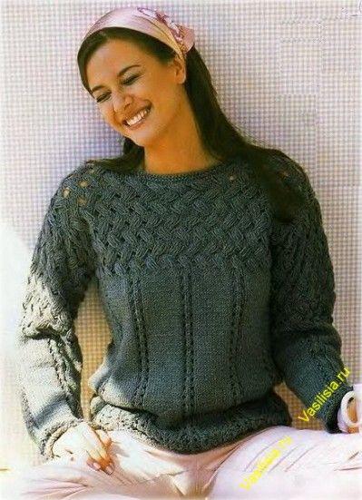 Женский пуловер спицами с плетеной кокеткой