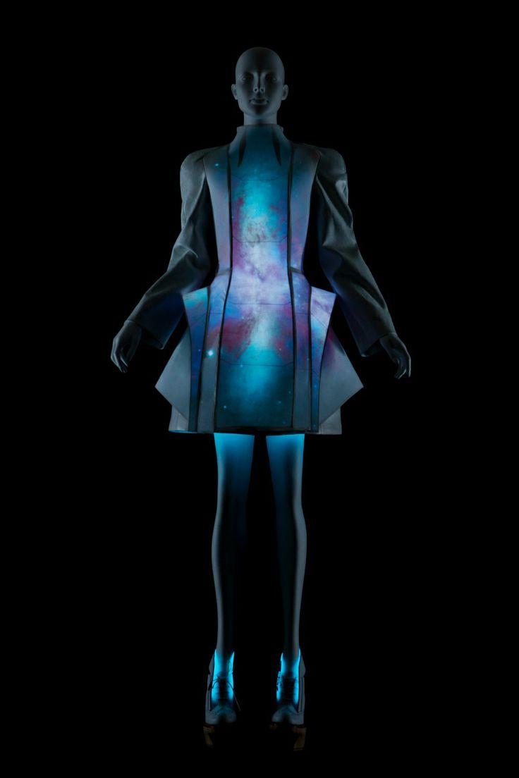 VEGA ZAISHI WANG | NJAL Metropolis futuristic (trend, designer, fashion, runway, designers, detail)