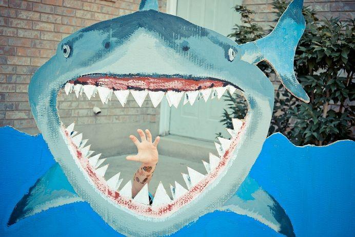 Ideen für eine Kinderparty - Fotos im Haifischmaul
