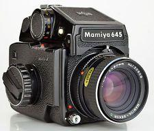 80ミリメートルF2.8 SEKOR Cレンズと計量プリズムミディアムフォーマットカメラとマミヤ645 J