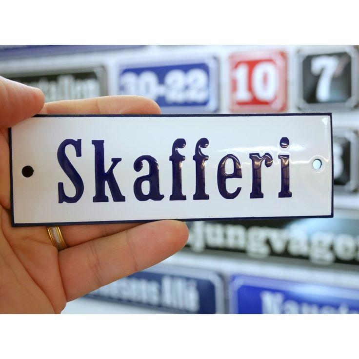 Emaljskylt Skafferi vit - koboltblå 15 x 5 cm modell 3
