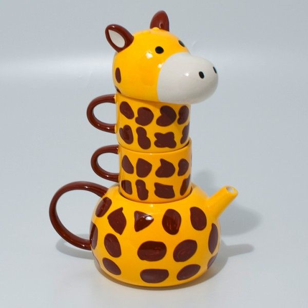 Cute Giraffe Teapot on @Funandflirtea's blog. Another fun http://teatra.de blogger. Available here: http://www.amazon.com/Giraffe-Sunart-Tea-for-Two/dp/B001L60UHA