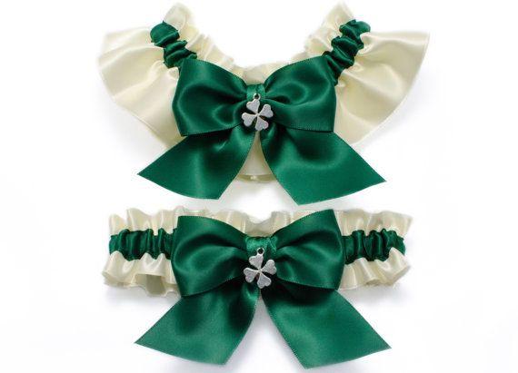 Strumpfband set einfach Satin Strumpfband - Strumpfband in Elfenbein und Smaragd grün Satin mit Smaragd grün satin Bögen und Klee Charms-
