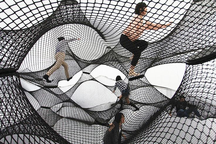 numen/for use inflates interactive net blow-up in yokohama - designboom | architecture