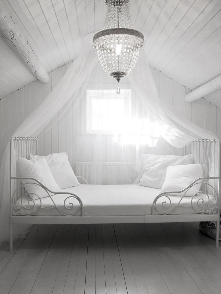 #scandinavian #scandinavianstyle #interior  #whiteinterior #summerhouse #attic #bedroom #princessbed