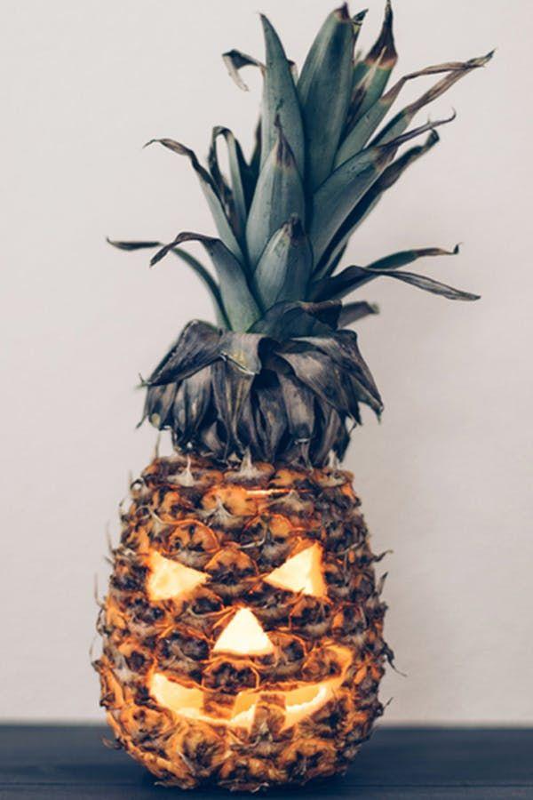 11 Surprisingly Chic Halloween Decor Ideas via @PureWow