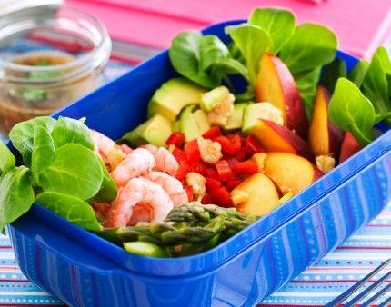 Sallader kan varieras i det oändliga. Denna rätt är proteinrik och modern med lite sting i smakerna.