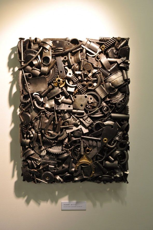 L'artiste britannique Toby Poolman a exposé à la Tent London, une de ses œuvres d'art mural et une petite table. Les sculptures, TE 2255557 01 (la petite table) et TE 2255557 02 (la pièce murale), ont été fabriquées à partir de composants recyclés d'un vieux tracteur Ferguson. Le nom de ses deux créations se réfèrent au numéro de série de la machine.