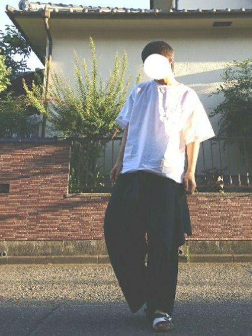 こんばんは! プルオーバーシャツがすごく安く、 衝動買いしてしまいました! 黒のノーカラーシャツを巻