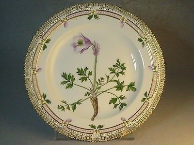 "FLORA DANICA Traditional Dinner Plate. 20/3549, ""Anemone Vernalis Mill."", 1963."