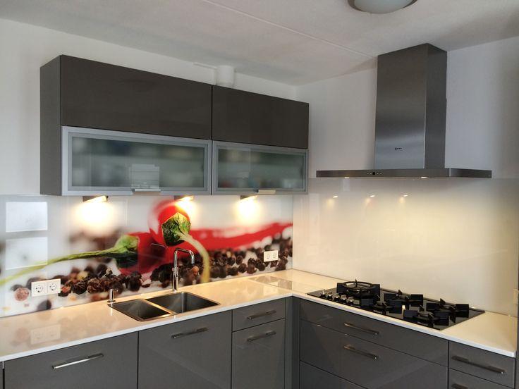Glaswand Keuken Foto : Inspiratie nodig voor uw keuken? Een rode peper geprint op keukenglas