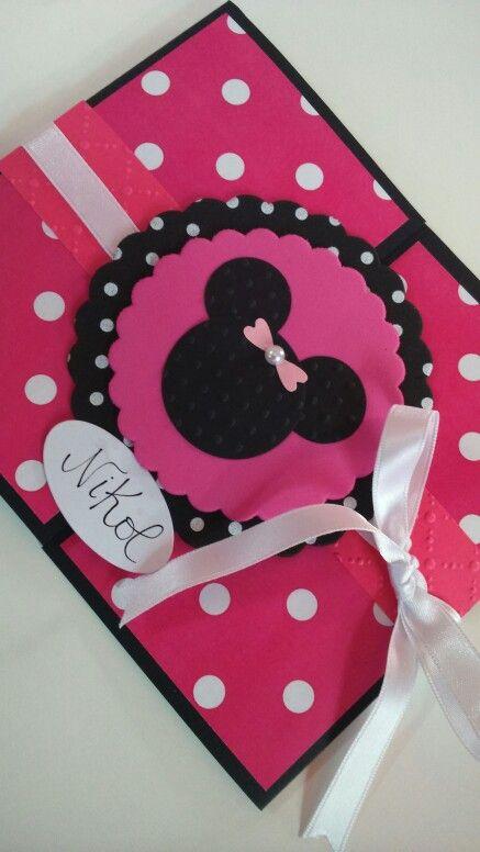 Invitación de cumpleaños modelo Minnie. Belore Crafts.