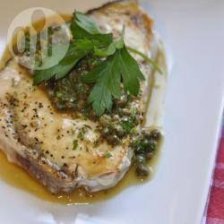 Zwaardvis met een kruiden- en kappertjessaus @ allrecipes.nl