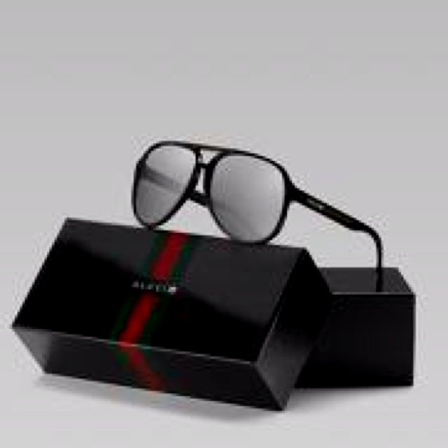 Gucci 3D glasses. Watch movies in style