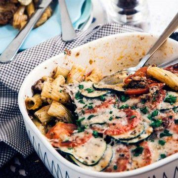 Denna provencalska nötfärsgratäng är en variant med pasta på Tastelines populära LCHF-gratäng.