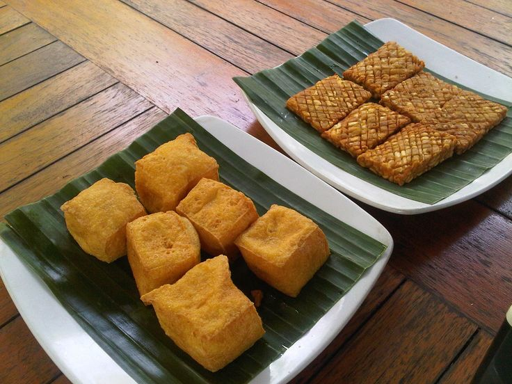 Tofu i tempe - je jedno od najrasrpostranjenijih jela na Baliju. Može se jesti kao glavno jelo, predjelo ili kao grickalica.  #travelboutique #hrana #bali #food #putovanje