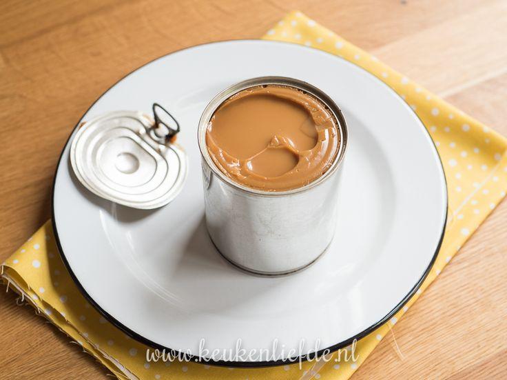 Dulce de leche is een heerlijke karamelpasta die je heel eenvoudig zelf kunt maken met een blikje gecondenseerde melk.