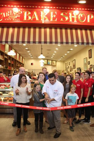 Cake Boss Buddy Valastro inagura Carlo's Bakery em Orlando