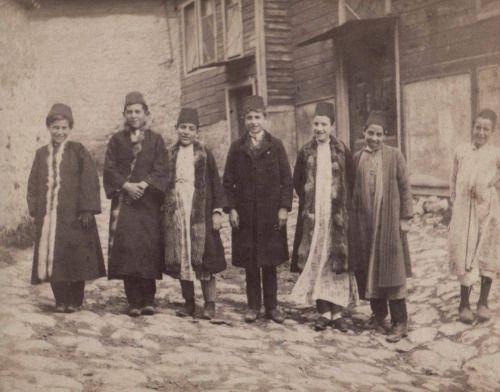 1890-92 yıllarında İstanbul Sokaklarından İnsan Manzaraları