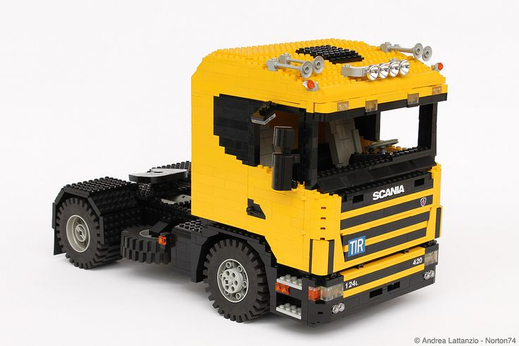 1:13 scale LEGO SCANIA 124L
