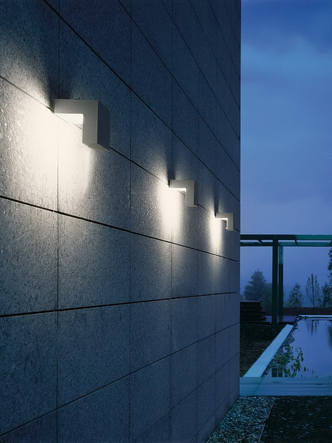 17 best images about outdoor lighting on pinterest home for Eclairage exterieur mural led