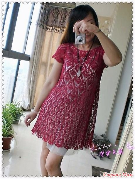 . Ажурное платье цвета бордо.