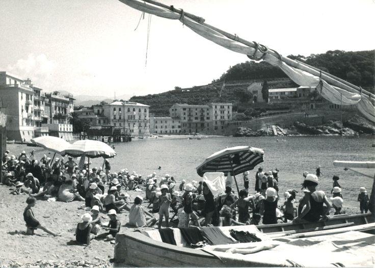 La spiaggia di Portobello, Baia del Silenzio a Sestri Levante.  (Photo: Bruno Stefani) #SestriLevante #Riviera #Liguria #BaiadelSilenzio #anniTrenta #viaggi #vacanza #holiday #the1930s #journey #Portobello