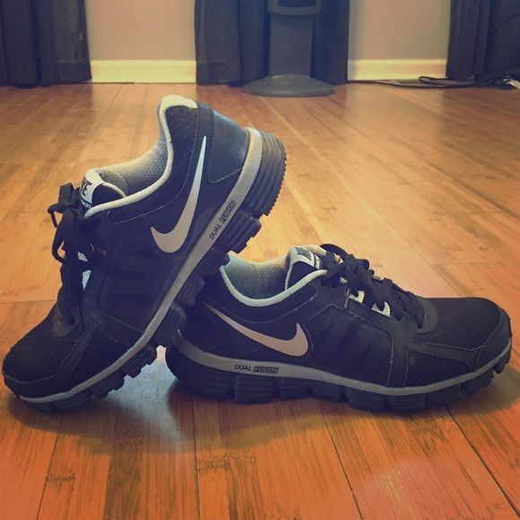 Nike Dual Fusion ST 2 Lightly worn (2-3x) Nike Dual Fusions great for running or every day wear. Nike Shoes Athletic Shoes