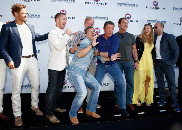 SYLVESTER STALLONE HAVING A GREAT TIME WITH HIS FRIENDS AND CAST MATES... Antonio Banderas, Arnold Schwarzenegger, Kelsey Grammer, Jason Statham, Glen Powell, Kellan Lutz and Ronda Rousey at event of THE EXPENDABLES 3 (2014)