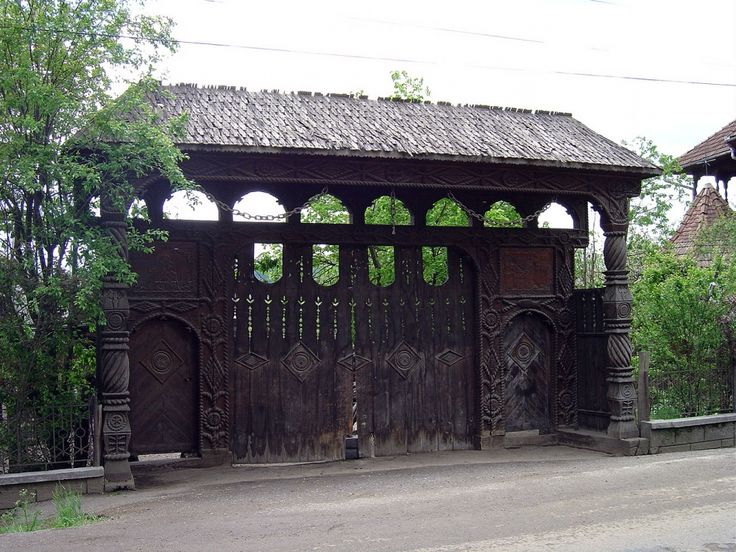 This gate has space for horse and carriages in the centre and servants entrances to the sides.