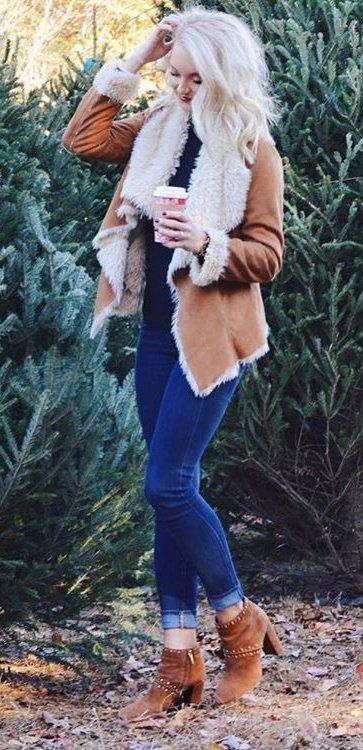 #pretty #winter #outfits / Camel Coat // Navy Skinny Jeans // Camel Suede Booties