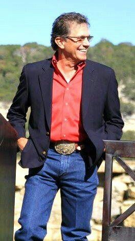George Strait (without a hat)!