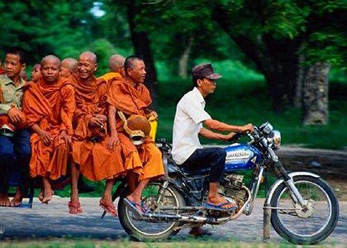 Google Image Result for http://www.adventure.travel/wp-content/uploads/2012/06/vietnam-hanoi-vietnam-and-cambodia-explorer-9402.jpg