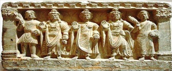 Mahayana Budizmi-Mahāyāna, ('Büyük Taşıt') Budizm'in üç ana kolundan biridir. Kaynağı Hint yarımadasıdır. Budizm'i Hinayana ve Mahayana olarak sınıflandırır. Vajrayana ise Mahayana Budizm'inin bir uzantısıdır. M.S 1. yüzyılda Orta Asya ve Çin'e geçmiş, buradan da Doğu Asya'ya yayılmıştır. Günümüze halen uygulanmakta olduğu yerler Hindistan, Çin Halk Cumhuriyeti, Tibet, Japonya, Kore, Vietnam ve Tayvan'dır.