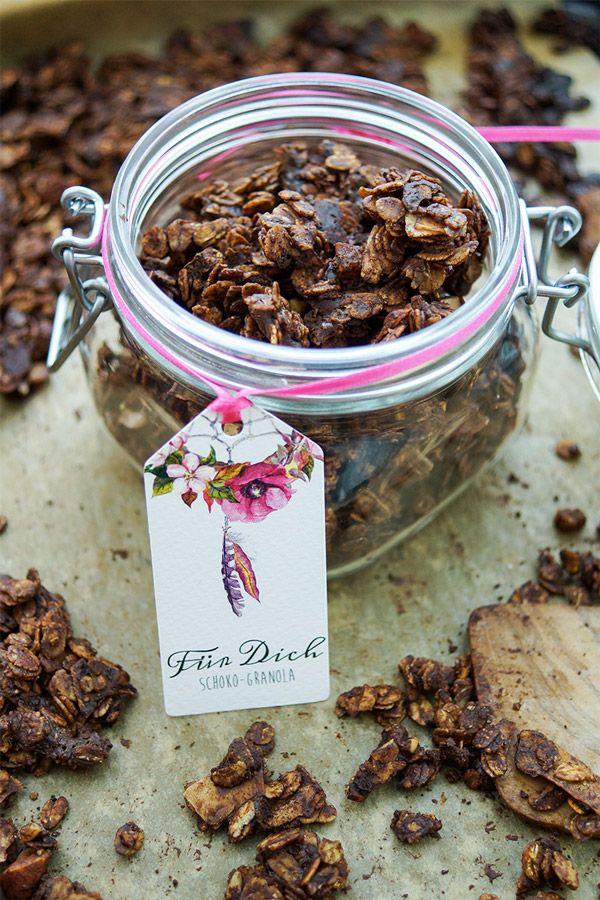 Selbstgemachtes Knusper-Müsli (Granola) Rezept einfaches Rezept für ein Knusper-Müsli mit Schokoladen, Walnusse, Mandeln und rohes Cacoa